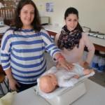 La pesada de un bebé es un procedimiento muy frecuente en la oficina de farmacia.